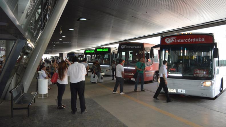 Exigen al ERSEP más control sobre el transporte interurbano en sierras chicas