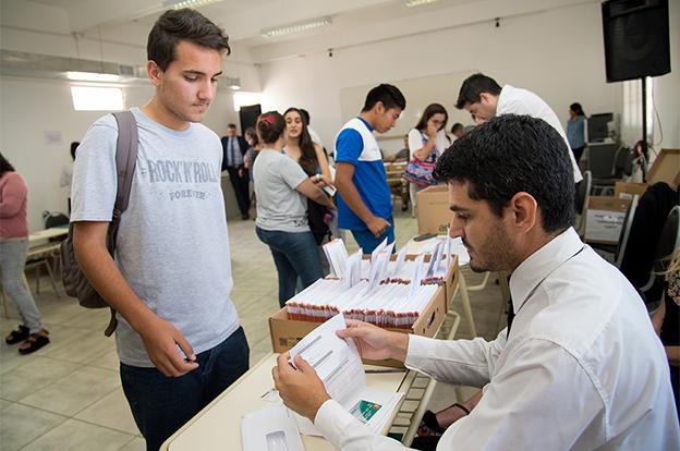 Comenzó la entrega de tarjetas a beneficiarios de planes de empleo joven