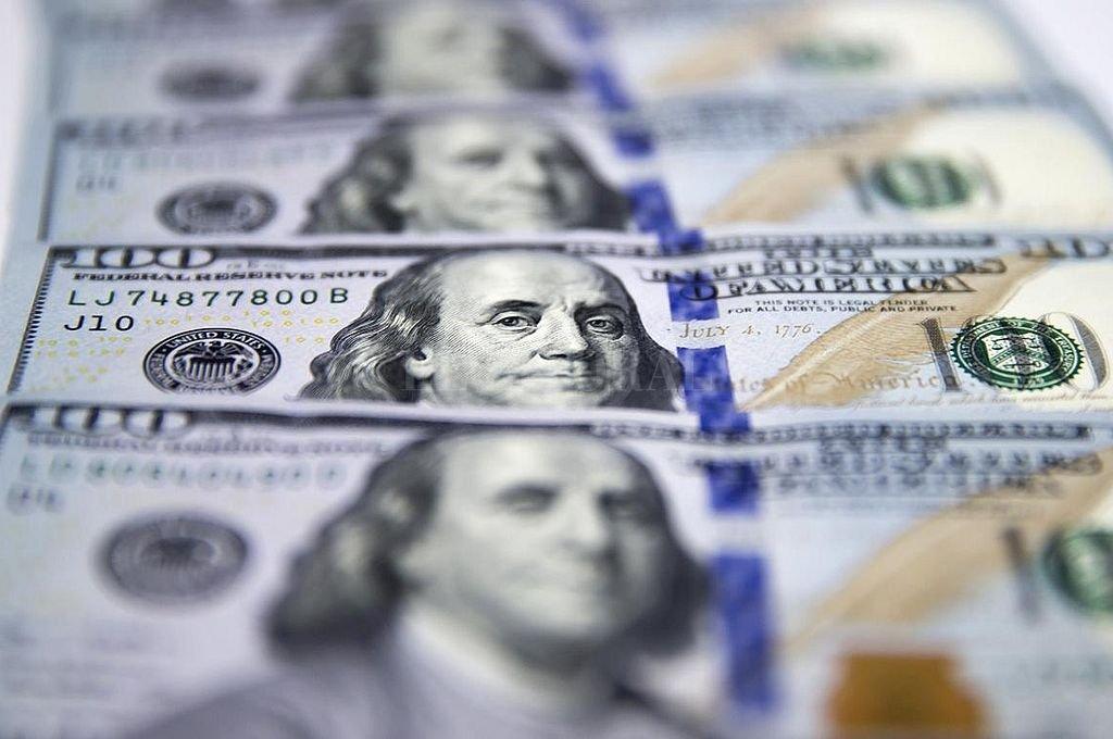 El dólar ya toca su récord histórico