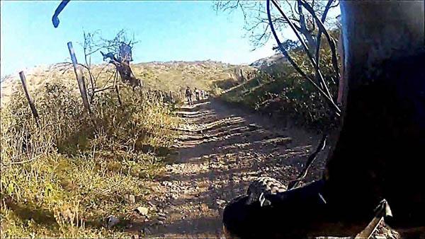 Denuncian que la minera El  Gran Ombú cerrará el camino que une Villa Allende con San Fernando