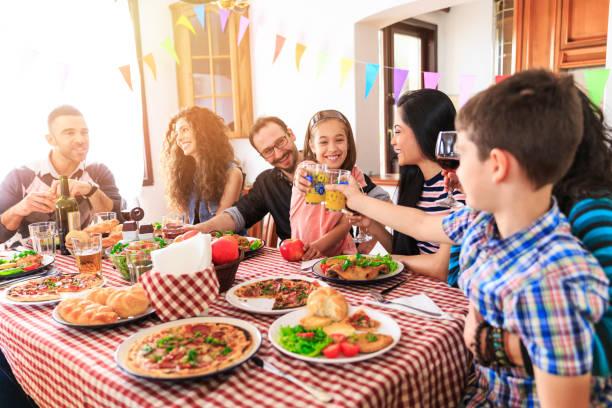 Schiaretti anunció la apertura de reuniones familiares en el interior