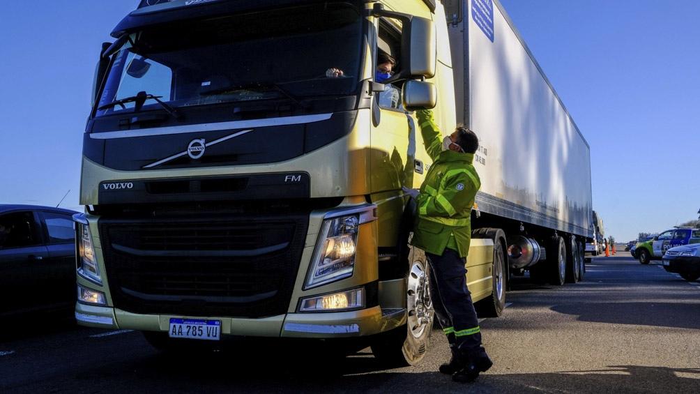 Con protocolos sanitarios y de circulación, camioneros surcan las provincias en medio de la pandemia